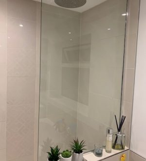 glass showerscreen